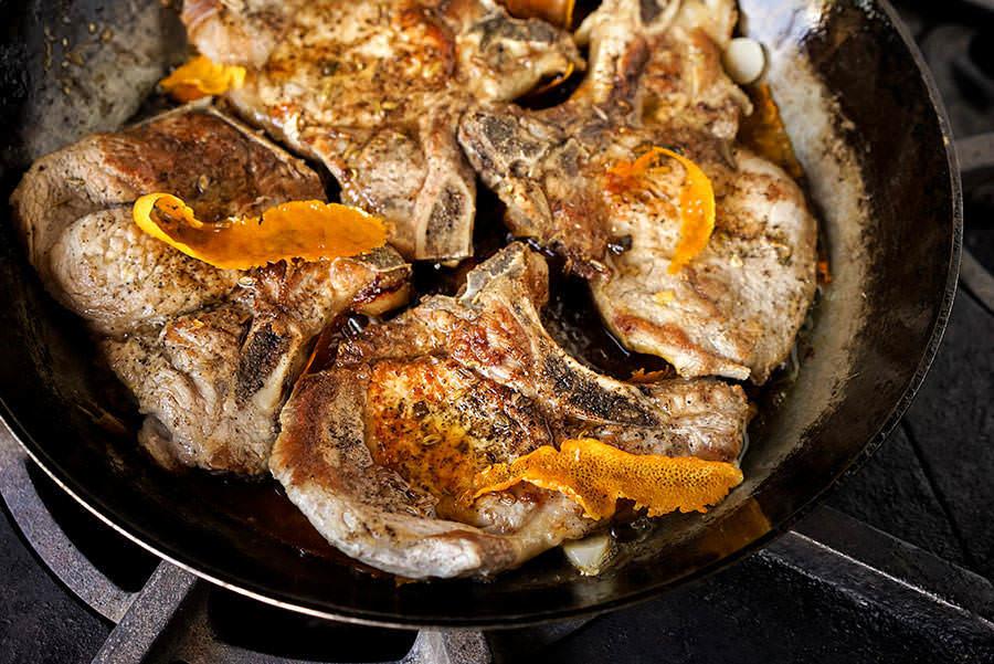Côtelettes de porc au fenouil et à la sauge
