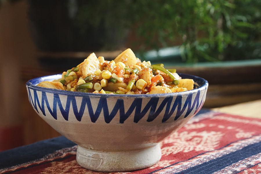 Cari de maïs et pommes de terre à la fleur d'ail