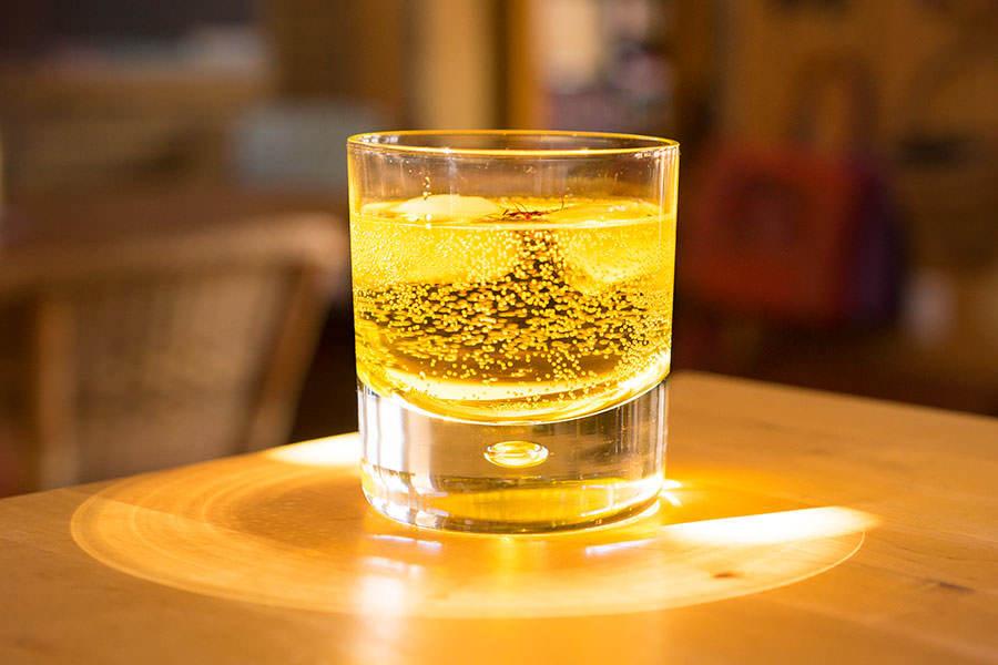 Gin infusé au safran et à la rose