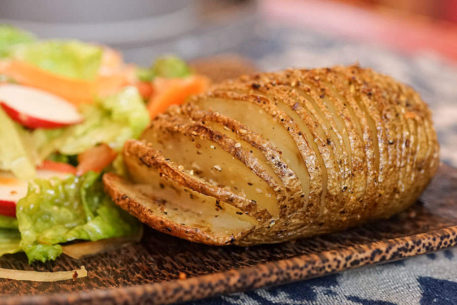 Pommes de terre style «Hasselback» au rub de Montréal