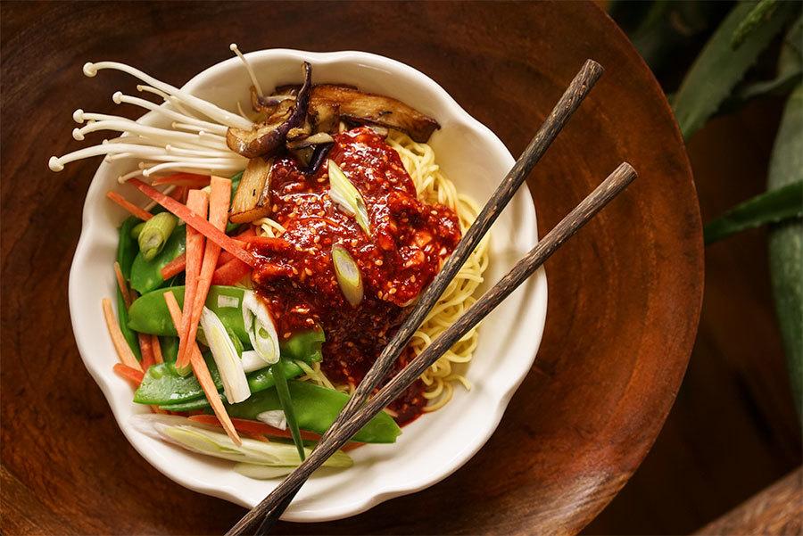 Bol de nouilles coréennes aux légumes