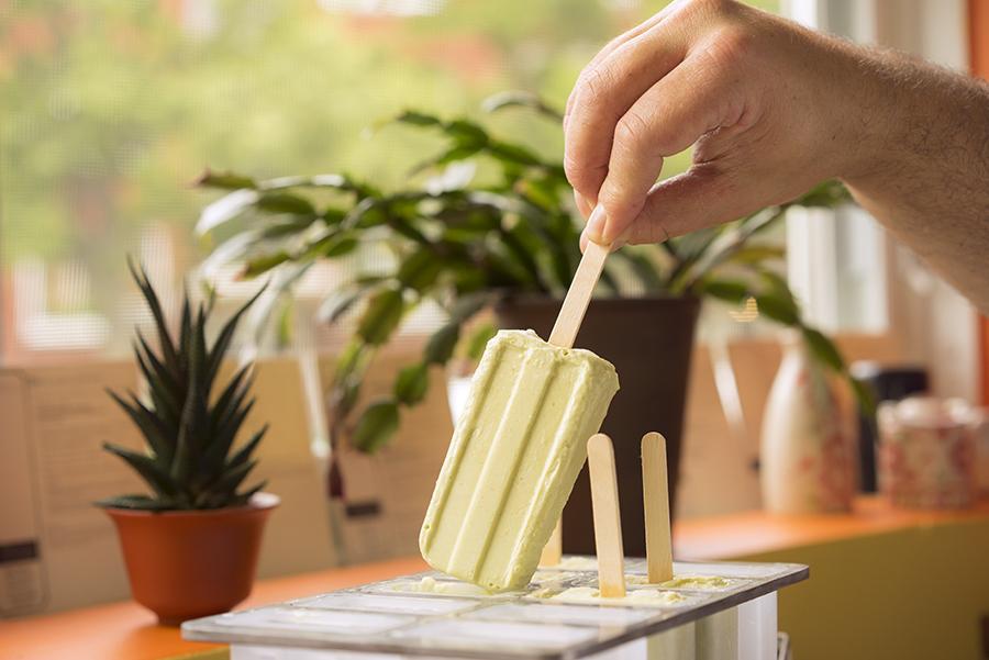 Popsicles au lait de coco et à la lime