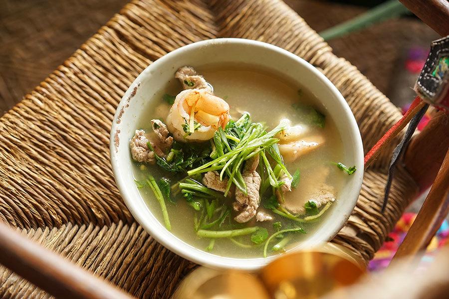 Soupe au porc, cresson et crevettes