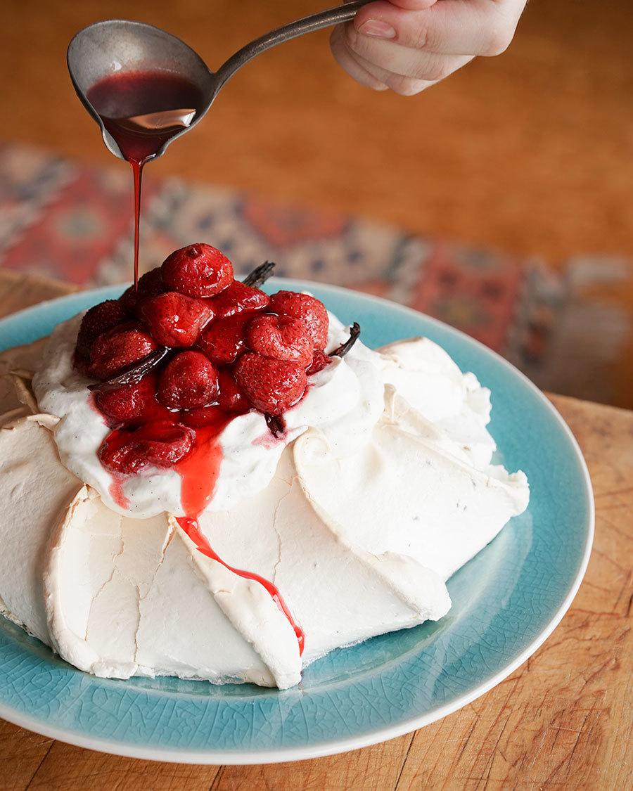 Pavlova aux fraises rôties