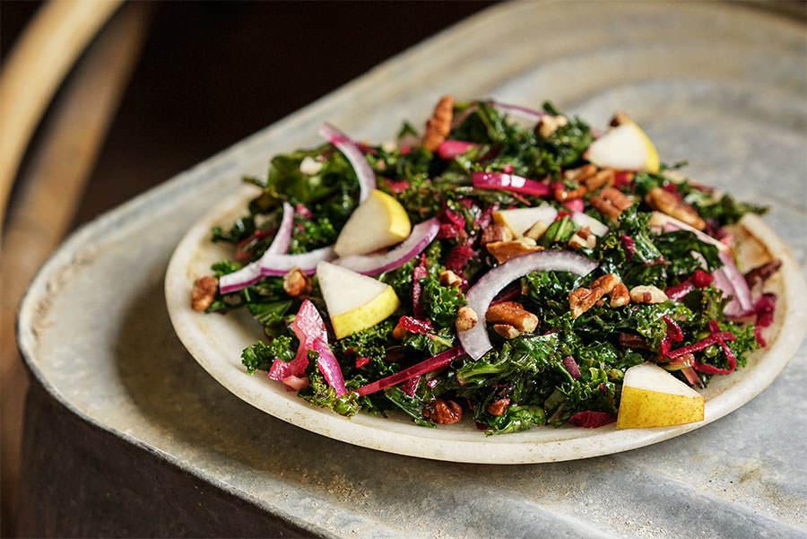 Salade de chou kale aux poires et au noix