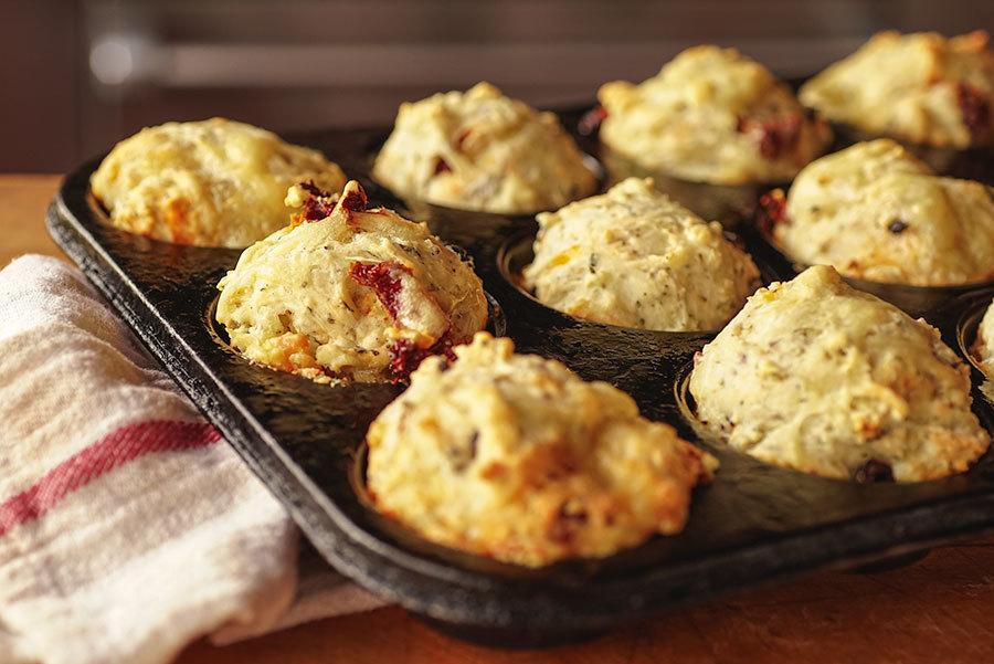 Muffins salés aux olives et tomates séchées