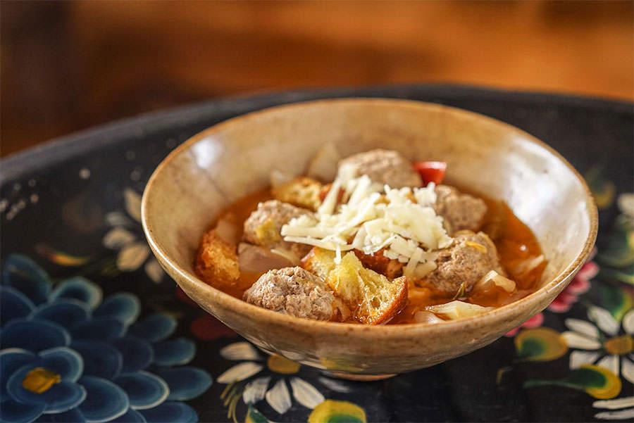 Soupe au chou et boulettes de viande