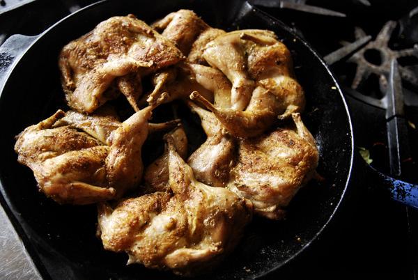Cailles grillées au sel épicé