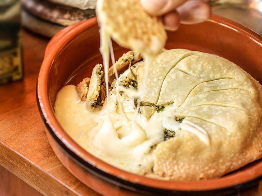 Brie fondant aux herbes mélangées