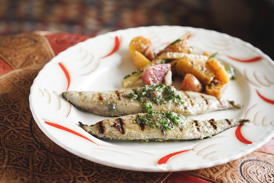 Filet de maquereau grillé à la moutarde et salade de betterave