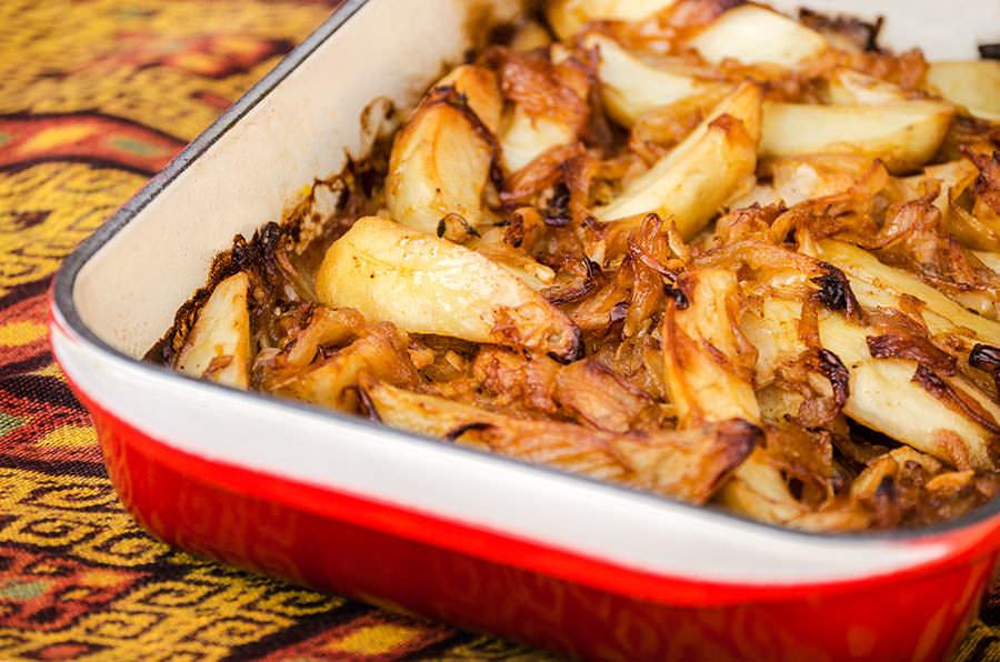 Pommes de terre étuvées aux oignons espagnols