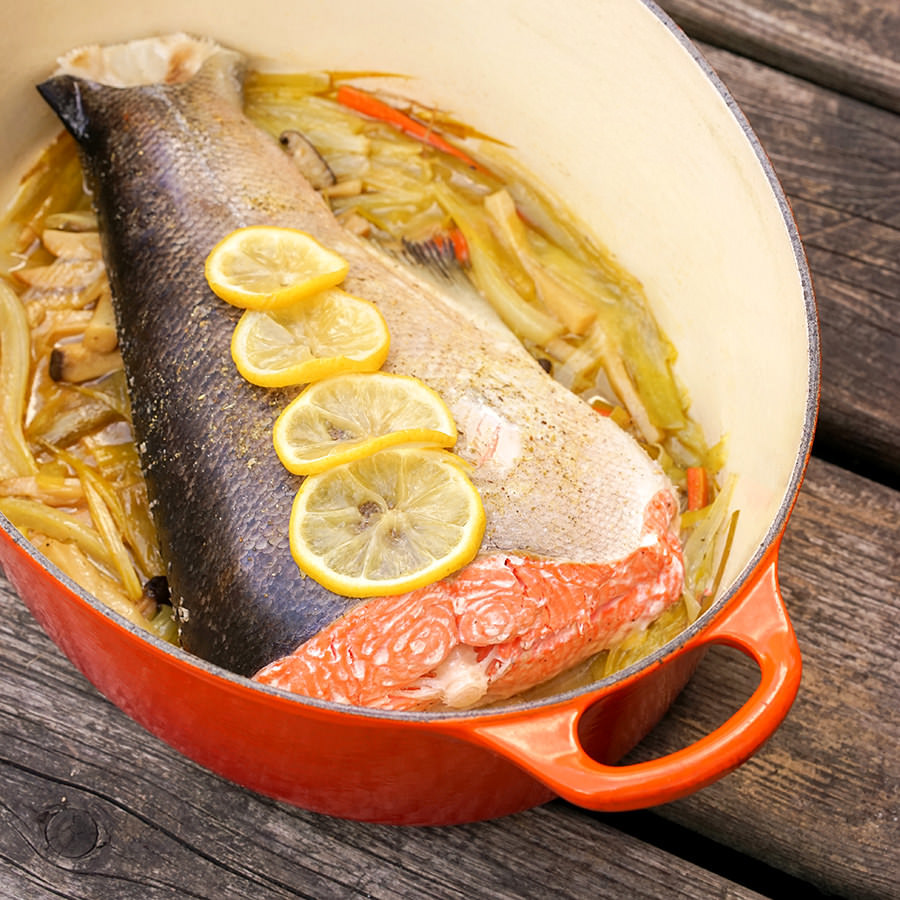 Queue de saumon aux petits légumes en cocotte
