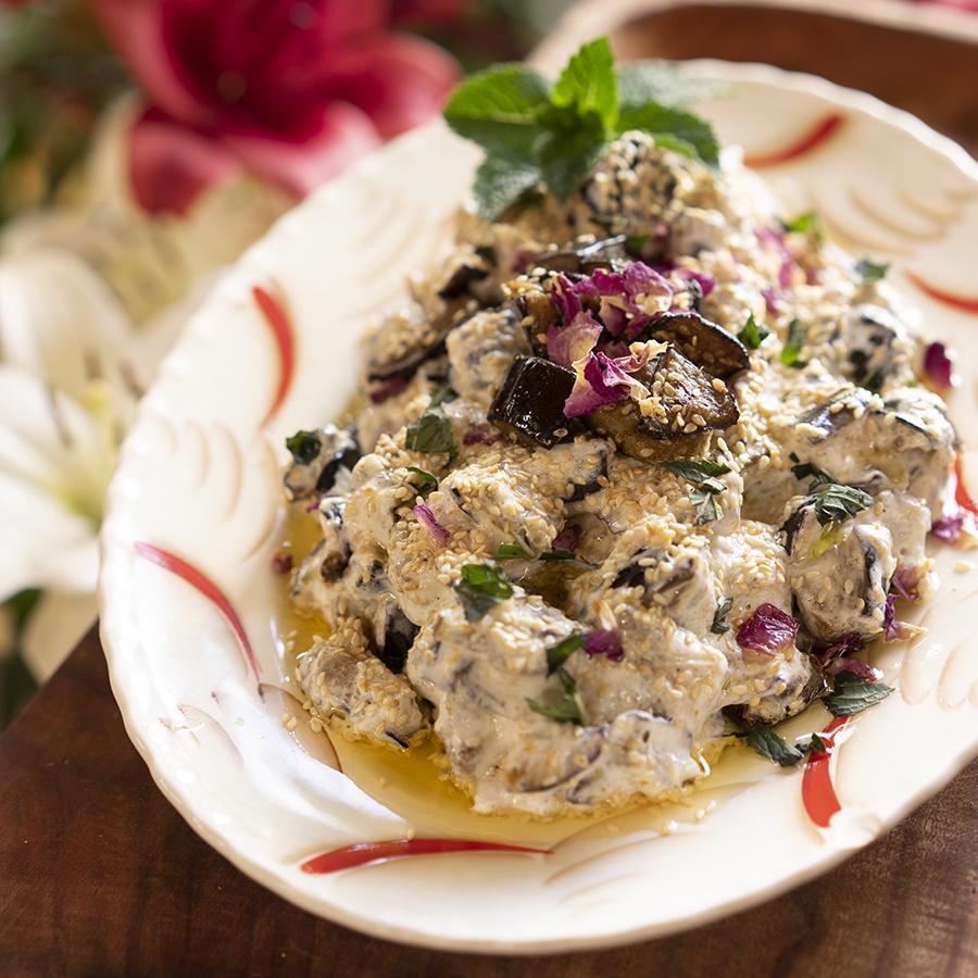 Salade d'aubergine au yogourt à l'atraf at-tib