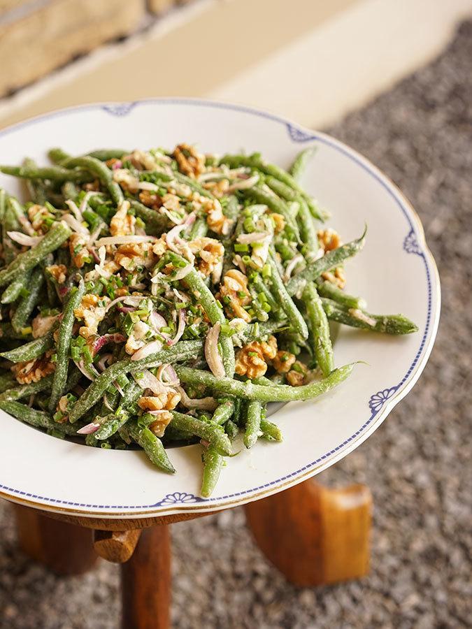 Salade de haricots verts au chèvre et aux noix