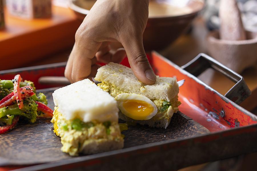 Sandwich aux oeufs et au cari japonais