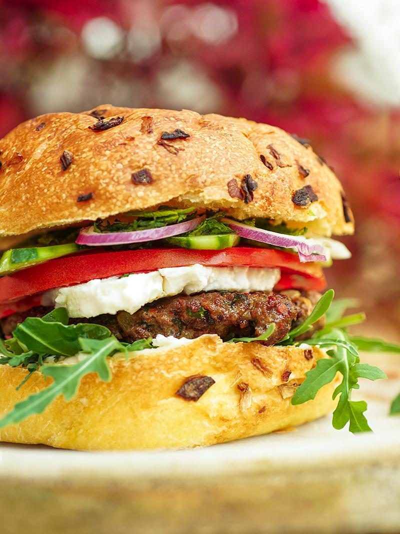 Hamburger à l'agneau, au feta et à la menthe