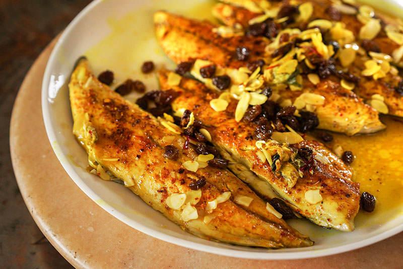 Filets de maquereau aux amandes et raisins recette pices de cru - Cuisiner filet de maquereau ...